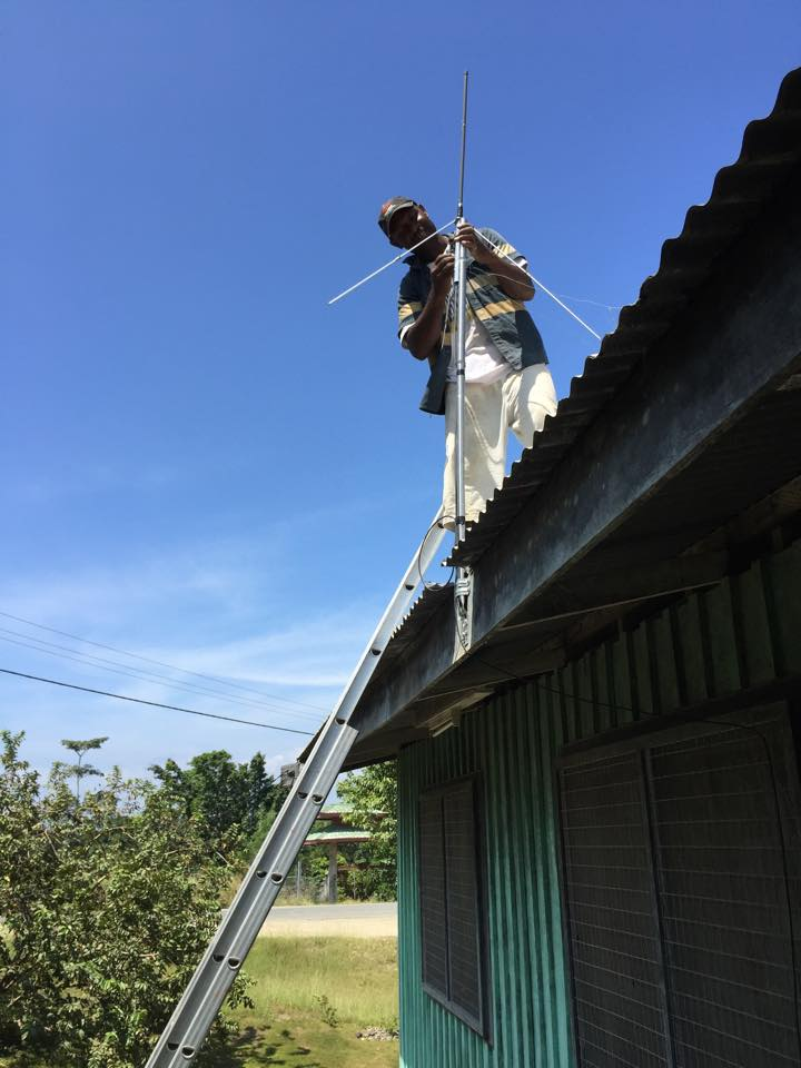 Putting up an aerial in PNG
