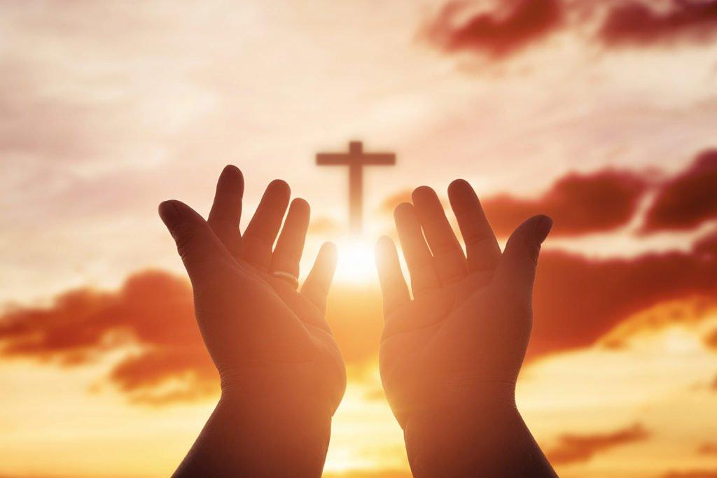 Hands praying to Heaven
